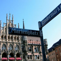 Naambord van de Marienplatz