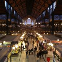 Binnen in de grote Markthal