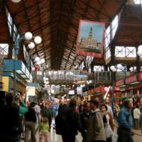 Kramen in de grote Markthal