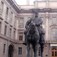 Standbeeld aan het Marmeren Paleis