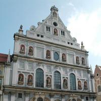 Voorkant van de Michaelskirche