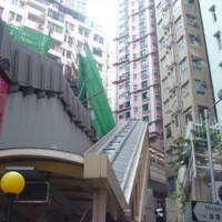 Onder aan de Mid-levels Escalator
