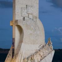 Nachtbeeld van het Monument der Ontdekkingen
