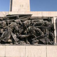 Reliëf van soldaten