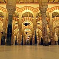 Zicht binnen in de Mezquita