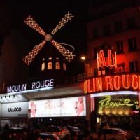 Nachtbeeld van de Moulin Rouge