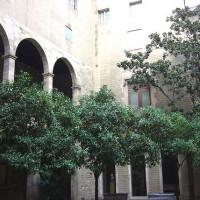 Binnenplein van het Museu Frederic Mares