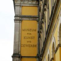 Naambord van het Museum für Kunst und Gewerbe