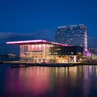 Zicht op Amsterdams Muziekgebouw aan't IJ