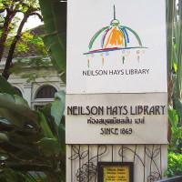 Naambord van de Neilson Hays Library