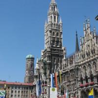 Zijaanzicht van het Neues Rathaus