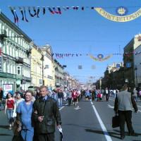 Wandelaars op de Nevski Prospekt