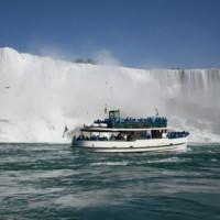 Bootje aan Niagara Falls