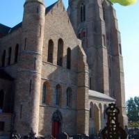 Kerkhof bij de O.L.Vrouw-Bezoekingskerk