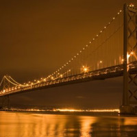 Nachtbeeld van de Oakland Bay Bridge