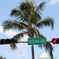 Verkeerslichten boven Ocean Drive