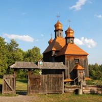 Houten gebouwen in het Openluchtmuseum Pirogovo