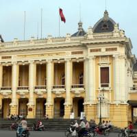 Standbeeld in de Staatsopera