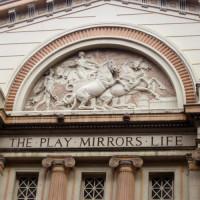 Relief aan het Opera House Manchester