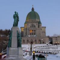 Standbeeld voor het Oratoire Saint-Joseph