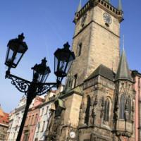 Onder aan het Oude Stadhuis van Praag