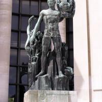 Standbeeld aan het Palais de Chaillot
