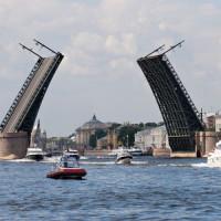 Openstaande brug in Sint-Petersburg