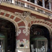 Bogen aan de buitenkant van het Palau de la Musica Catalana