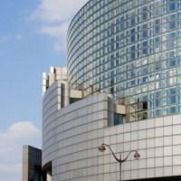 Zijaanzicht van de Opéra Bastille
