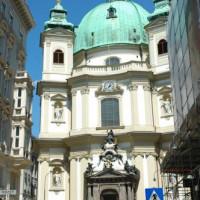 Voorkant van de Peterskirche
