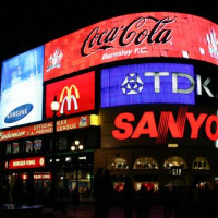 Nachtbeeld op Piccadilly Circus