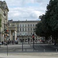 Straatbeeld van de Place de la Comédie