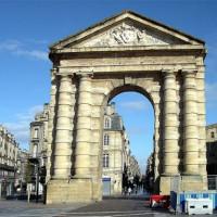 Zicht op de Porte d'Aquitaine