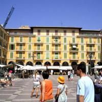 Mensen op de Plaza Mayor