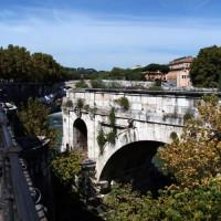 Zicht op de Ponte Rotto