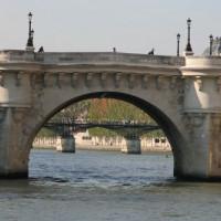 De Pont Neuf van op het water