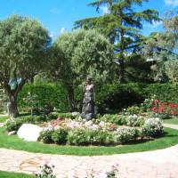 Standbeeld in de Prinses Grace Rozentuin