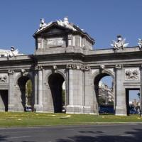 Voorkant van de Puerta de Alcalá