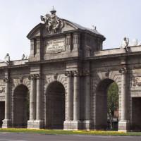 Zicht op de Puerta de Alcalá