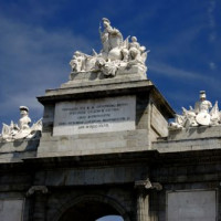 Beelden op de Puerta de Toledo