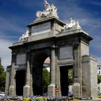 Voorkant van de Puerta de Toledo