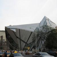 Buiten aan het Royal Ontario Museum