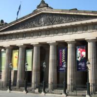 Zicht op de Royal Scottish Academy