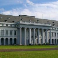 Vooraanzicht van het Kurfürstliches Schloss