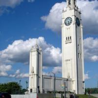 Totaalbeeld van de Sailors Memorial Clock Tower