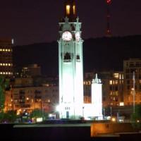 Nachtbeeld op de Sailors Memorial Clock Tower