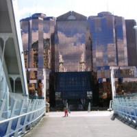 Glazen gebouw in Salford Quays