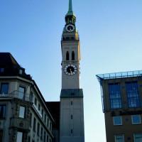 Klok op de Sankt Peter Kirche