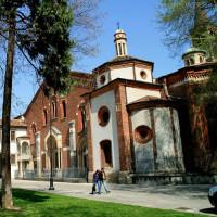 Aan de Sant'Eustorgio basiliek