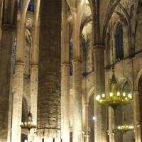 Binnenkant van de Santa Maria del Mar kerk in Barcelona